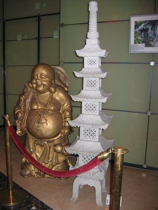 Buddha mit Steinpagode